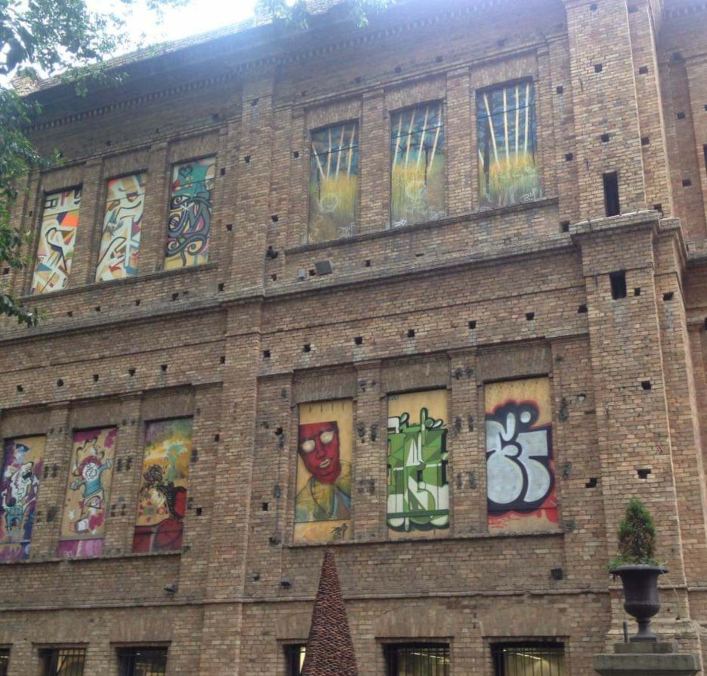 brazil building graffiti