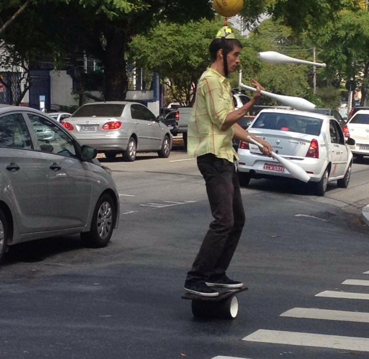 juggiling in street